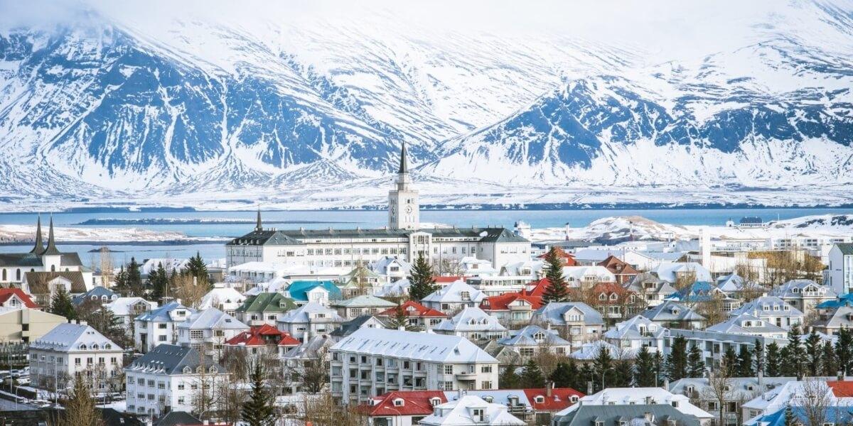 Depuis Reykjavík où elle réside, Caroline choisit la maternité natecia pour la préparation prénatale